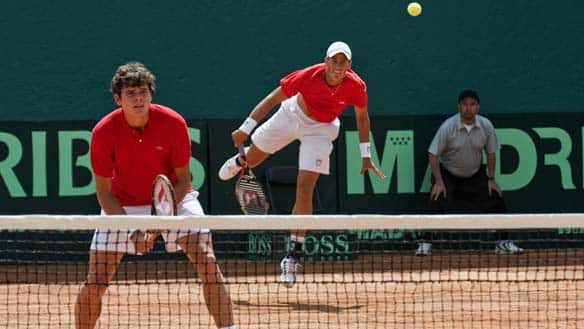 Canadian tennis players Vasek Pospisil (R) and Milos Raonic play against Mexicans Miguel Reyes-Varela and Luis Diaz Barriga, during their Davis Cup group one American Zone match.