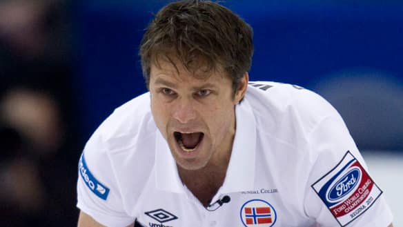 Norway skip Thomas Ulsrud advanced to the semifinals with a victory against Sweden Saturday at the men's world curling championship in Regina.