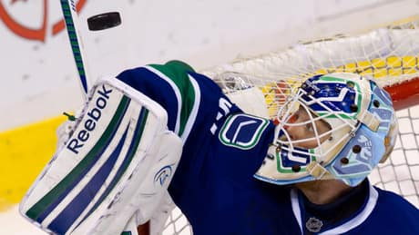 Goalie Schneider, Canucks agree to contract terms