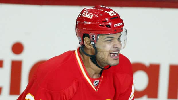 Nigerian-born Akim Aliu Scores 1st NHL Goals As Flames Beat Ducks