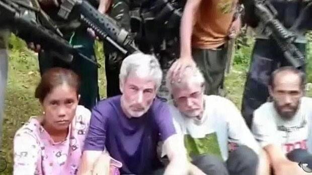 News - Canadian hostages make video appeal