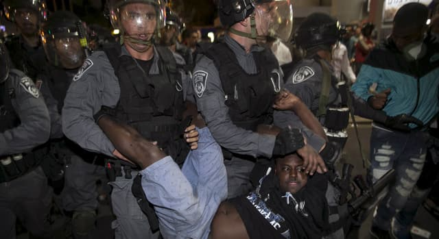 News - RAW: Clashes, chaos at protest in Israel
