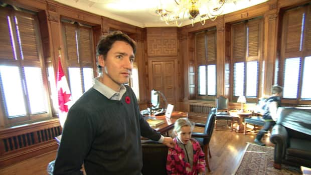 Behind-the-scenes of Justin Trudeau's first day as Prime ...
