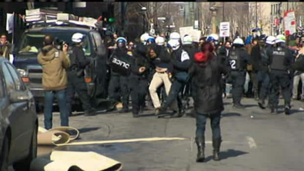 A section of Montreal's business sector was paralyzed by a student protest Wednesday afternoon. Students blocked the entrance of the Loto-Québec building, where riot police have moved in