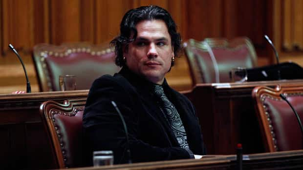 Politics - Senator Brazeau wants expense hearing