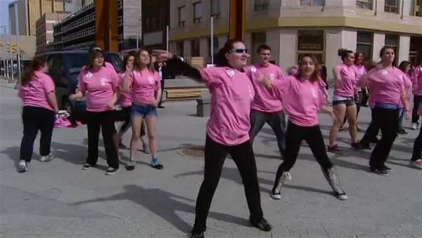 sk-pink-shirt-day-120404_852x480_2219456625.jpg