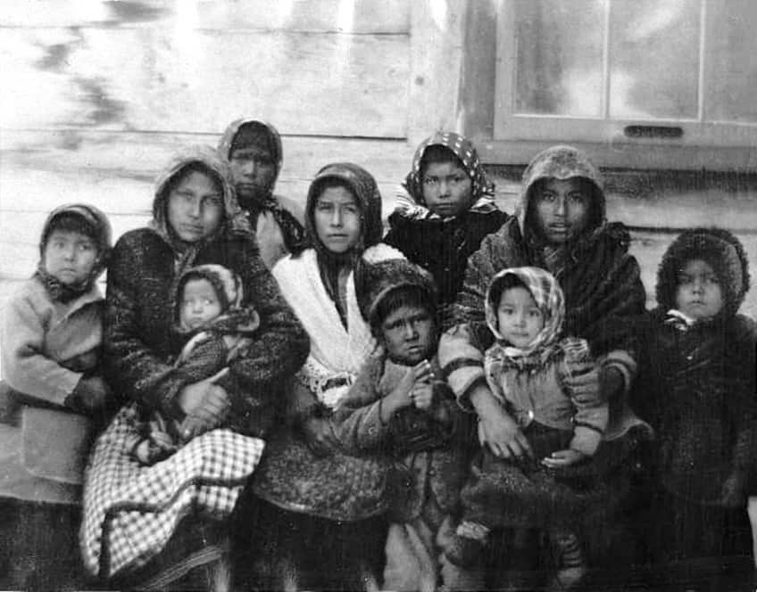 Aboriginal children from St. Maurice River in Quebec from 1900