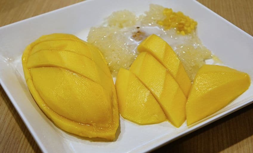 plate of mango sticky rice