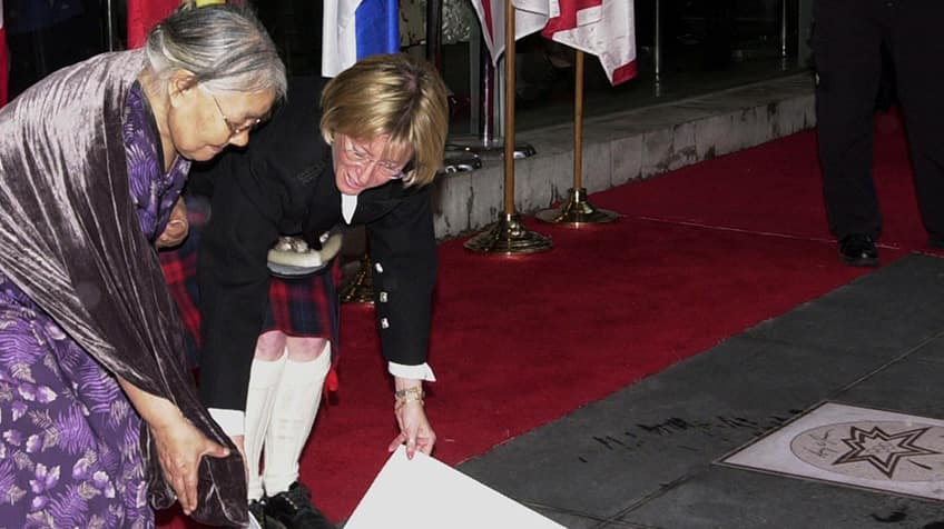 Kenojuak Ashevak Inuit artist unveiling red carpet.