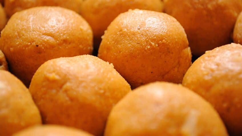 A close-up of sweet, tasty laddoos.