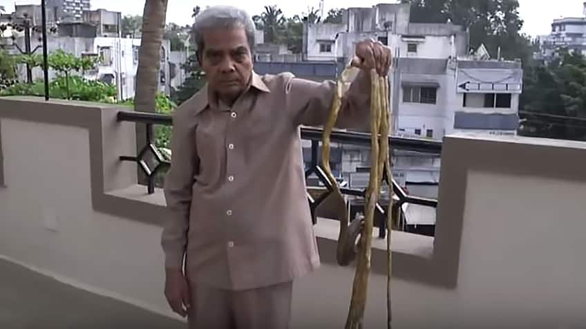The man with the longest fingernails in the world — Update ...