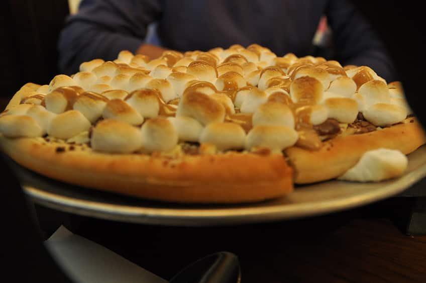 marshmallow chocolate pizza