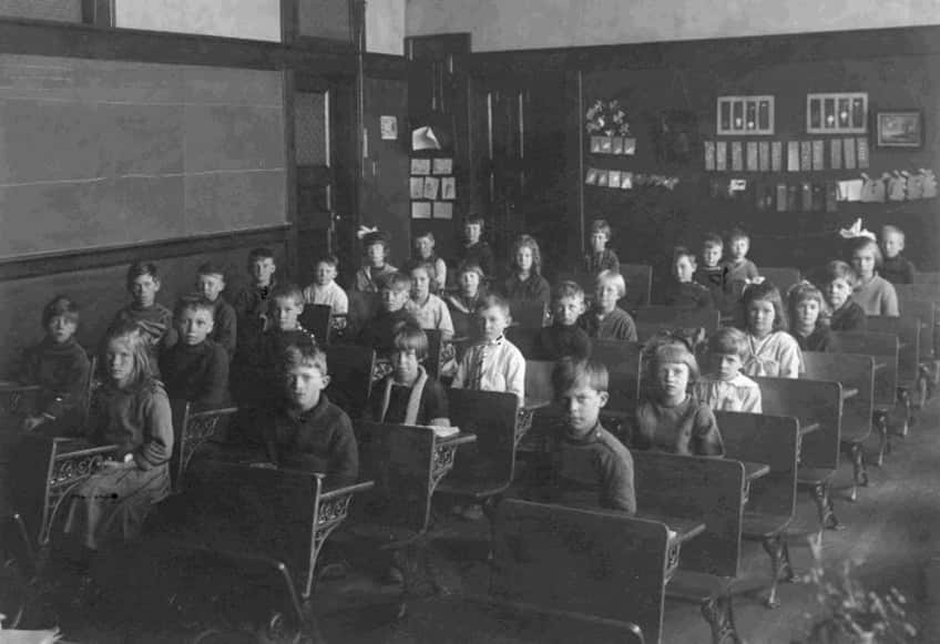 a classroom from the 1900s