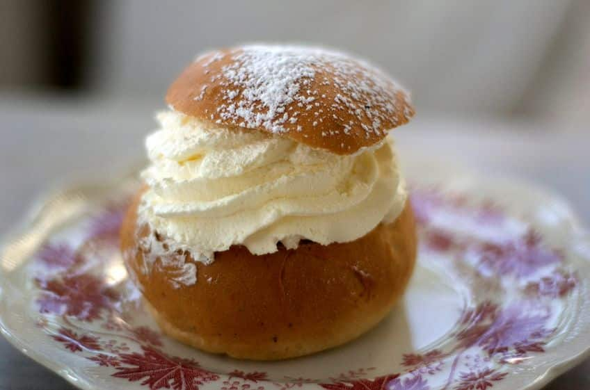 buns filled with cream