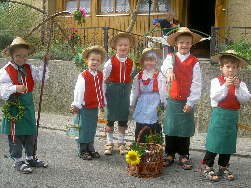 children in traditional German costumes