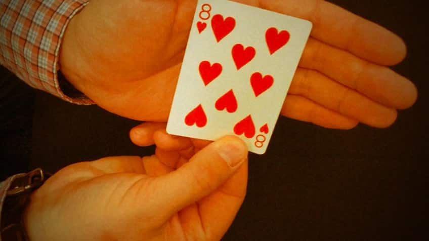 Player shows his card: eight of hearts