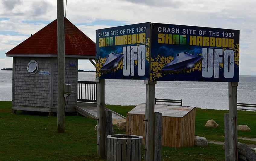 photo of the harbour and a sign advertising the crash site of the UFO in 1967