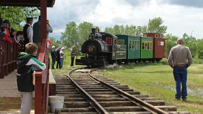 The working steam train at the History of Transportation branch making its way down the track to the station