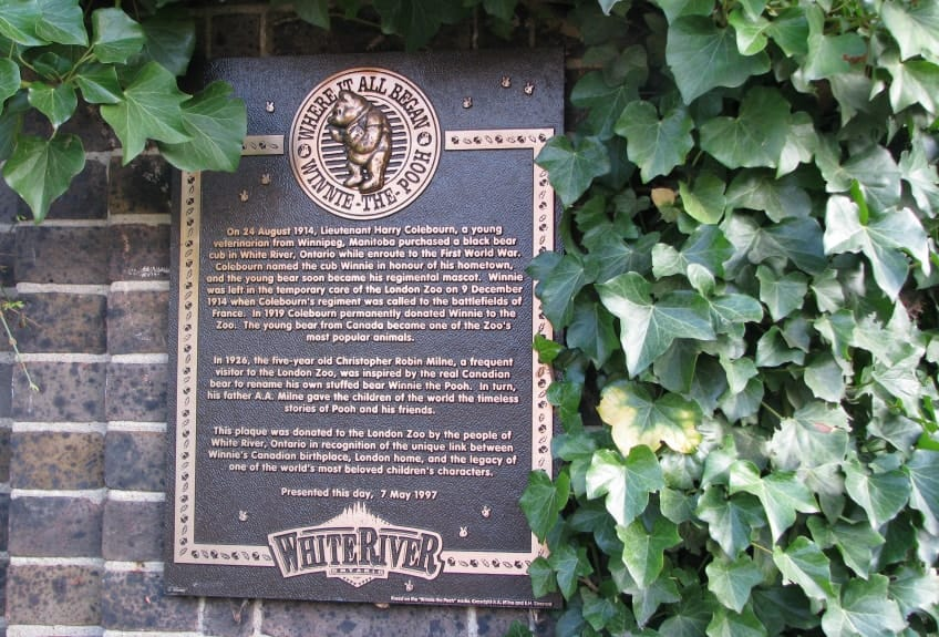 The plaque donated to the London Zoo by White River, Ontario that tells the story of Harry Colebourn and Winnie