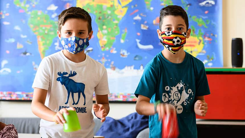 2 boys wearing masks.