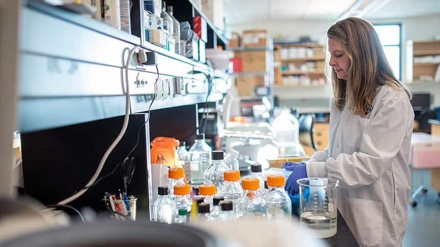 Alyson Kelvin working in a science lab.