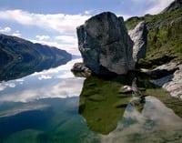 Reflectionsofamonolith_ARNOLD.jpg