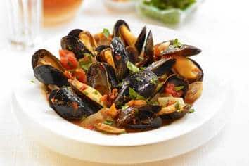 Tomato Fennel Mussels with Sausage
