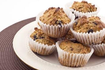 Muffins à l'avoine, aux bleuets et aux noix de Grenoble