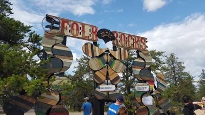 folk-on-the-rocks-entrance-sign.jpg