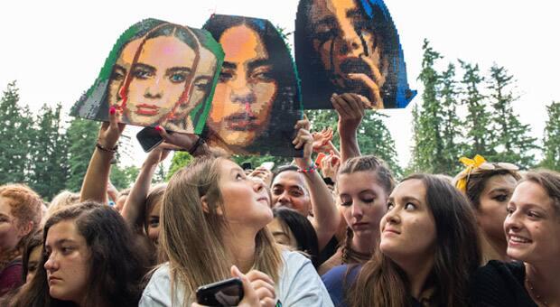 girls at a Billie Eilish concert
