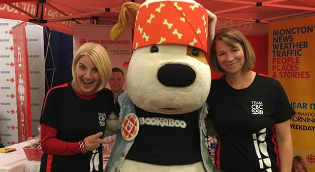 The Bookaboo mascot with CBC Moncton's Jonna Brewer and Vanessa Blanch at the 2017 IGT Legs for Literacy event.