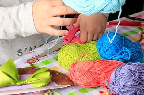 Kids craft with yarn.