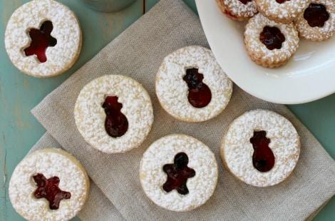 Completed linzer cookies