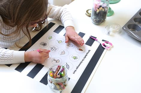 Little girl colouring in scavenger hunt .pdf