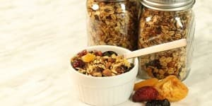 HEALTHY-CROCK-POT-GRANOLA-LEAD