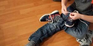 boys-tying-shoes-LEAD