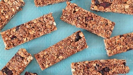 GWEN-LERON-LEAD-no-bake-chocolate-granola-bars-recipe