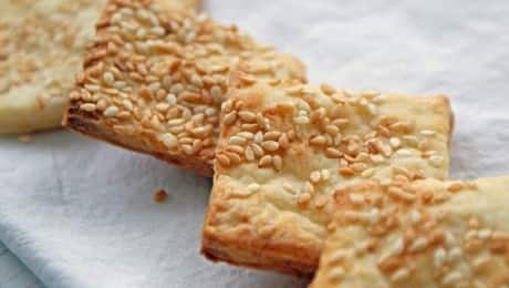 LEAD-CHEDDAR-SESAME-CRACKERS