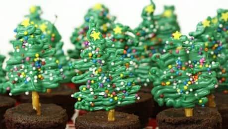 Simple--Easy-Chocolate-Pretzel-Christmas-Tree-Brownies-copy