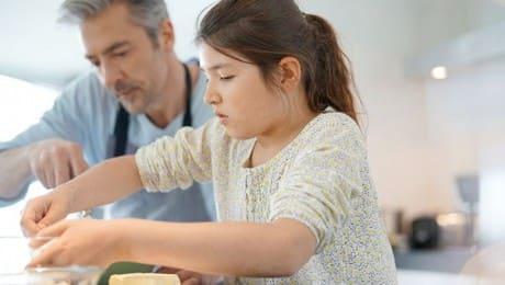 dad-cooking-w-daughter-123RF