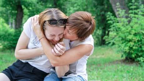 huggingaftercovid_lauramullin_lead