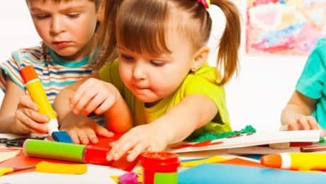 kids-making-crafts