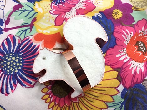 A copper-coloured squirrel cookie cutter filled with bath bomb (and one silver eye made from a candy dragée.)