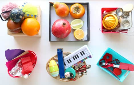 Six discovery baskets with different themes: shapes, fruit, colour, kitchen gadgets, music and crumple.