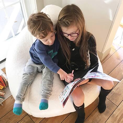 Children read together.