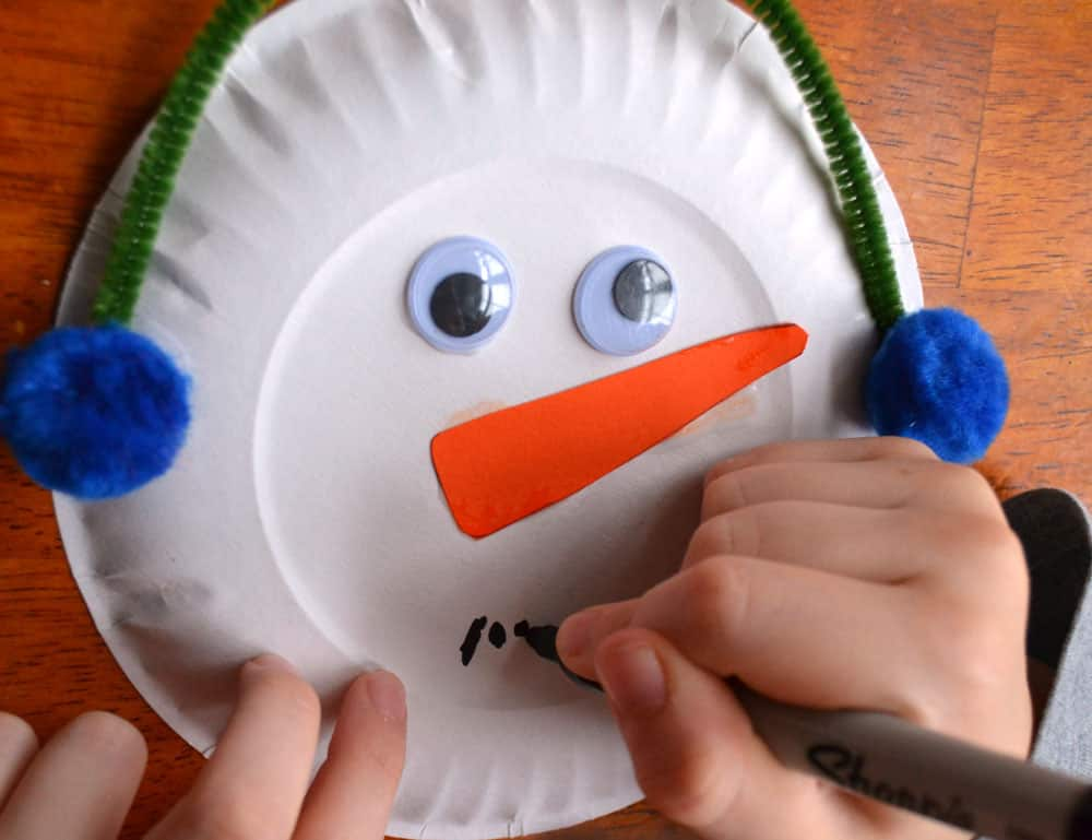 Allow all the paper plate snowmen to dry completely. Then hang the snowmen from a piece of yarn. I used little clothespins but you could also use a hole ... & Paper Plate Snowman Garland: Winter Craft | Play | CBC Parents