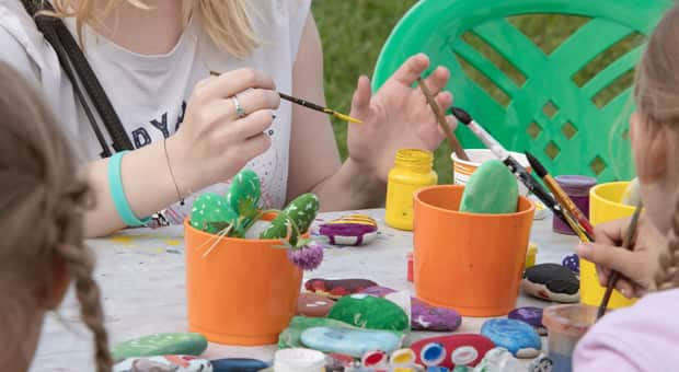 kids doing crafts outside