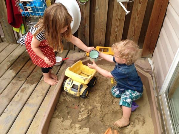 Summer Play Idea Easy Backyard Water Station Play Cbc