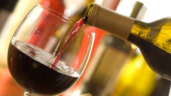 li-wine-pouring.jpg
