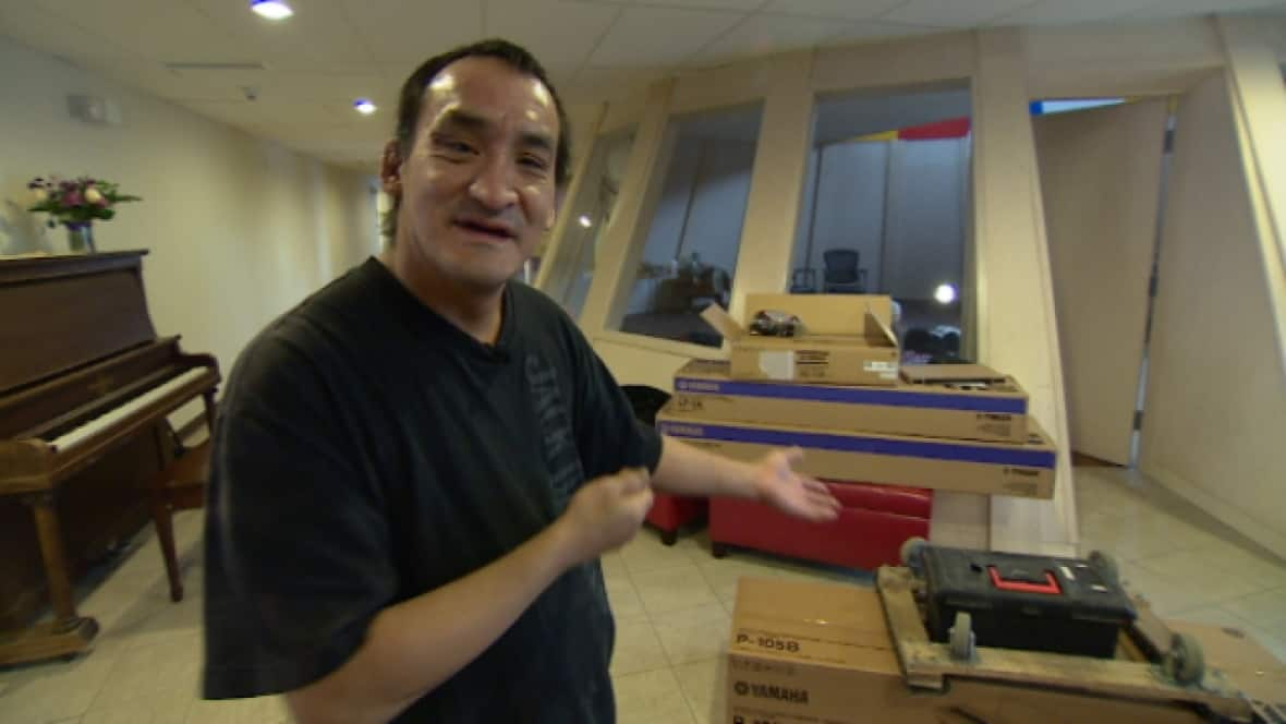 edmonton s piano man ryan arcand who touched hearts around the